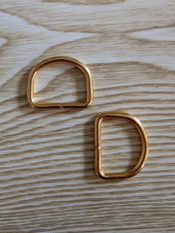 Meia Argola ou Argola D - Dourada - 2,6 cm x 2 cm - Preço de 2 unidades