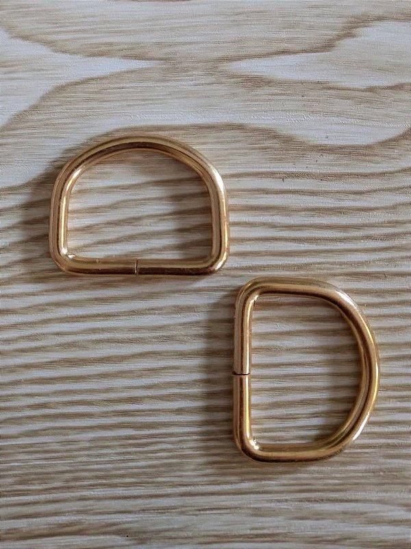 Meia Argola ou Argola D - Dourada - 3,3 cm x 2,5 cm - Preço de 2 unidades