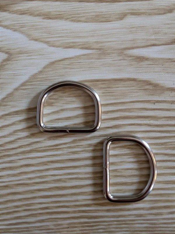 Meia Argola ou Argola D - Prata - 2,5 cm x 2 cm - Preço de 2 unidades