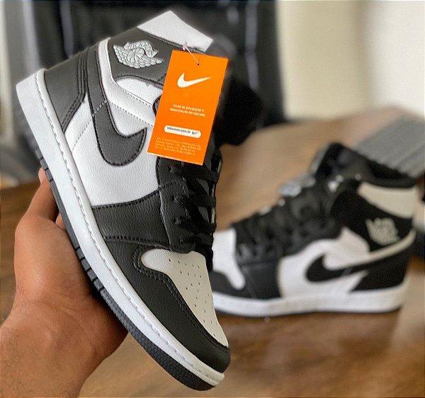 Tênis Cano Alto Masculino Nike Air Jordan 1 MID - Branco/Preto