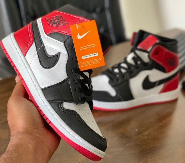 Tênis Cano Alto Masculino Nike Air Jordan 1 MID - Branco/Preto/Vermelho