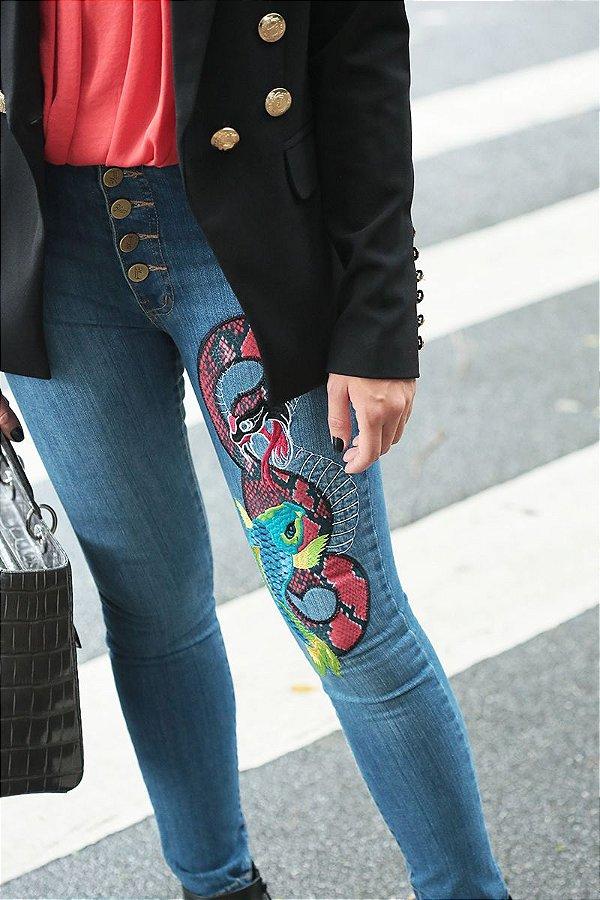 Calça Jeans Botões Bordado Cobra