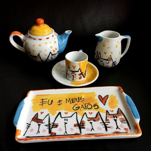 Conjuntinho  xicara de café, Bule e bandeja Eu e meus gatos