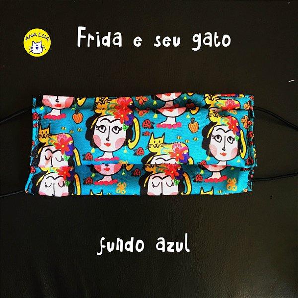 Máscara Frida e seu gato- fundo azul