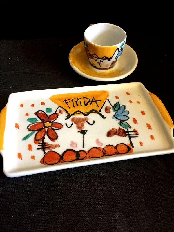 Conjuntinho xícara de café com pires e bandeja- Frida gatinha2