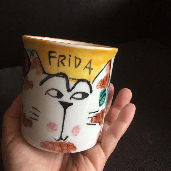 Caneca Frida Gata - desconfiada