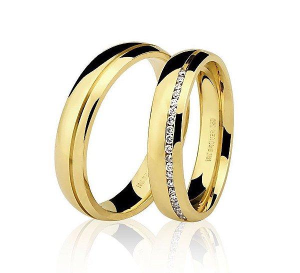 Aliança Ouro Amarelo 18k Lisa Anatômica com Um Friso e Diamantes Ref 76.0190.2014