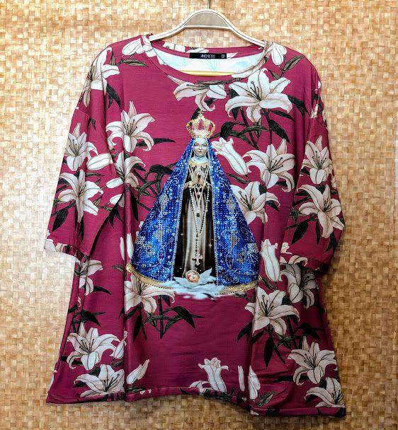 Anemess - Blusa ampla Nossa Senhora Aparecida/Lírios - TAMANHO UNICO - VESTE DO P AO GG  REF: 90796