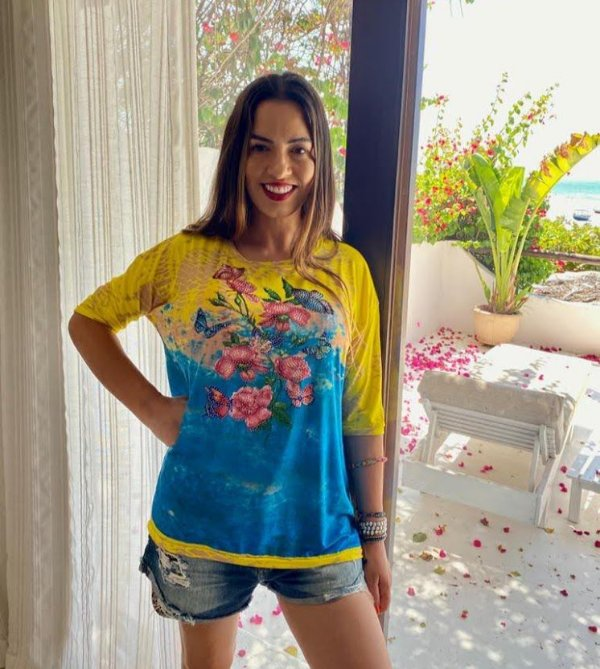Anemess - Blusa ampla Flores e borboletas amarelo com azul  / acompanha máscara /  TAMANHO ÚNICO - VESTE DO P AO GG  Ref: