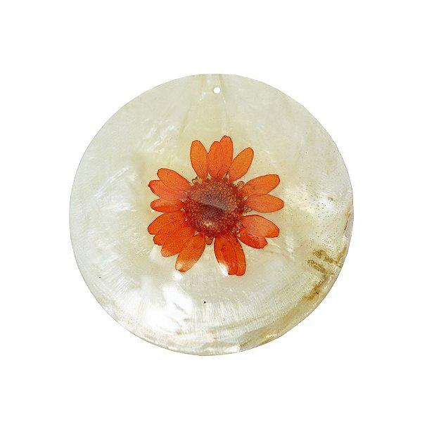 12-0091 - Pacote com 10 Madrepérolas Marfim Redondas com Flor Vermelha 60mm