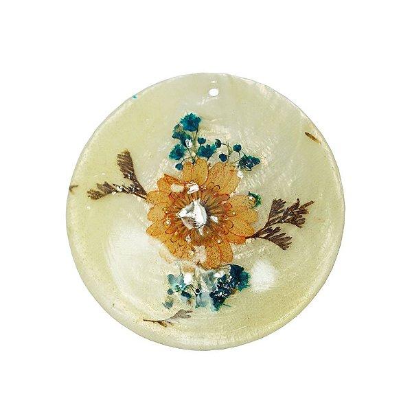 12-0090 - Pacote com 10 Madrepérolas Marfim Redondas com Flores 60mm