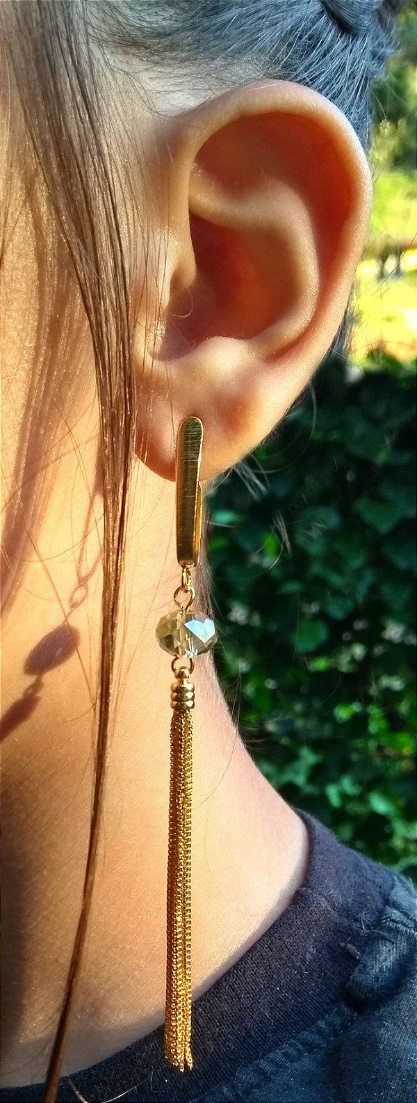 Brinco feminino de franja com pedra verde folheado a ouro 18k