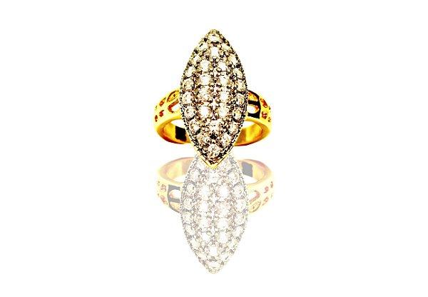 Anel feminino cravejado com zircônias cristais folheado a ouro 18k