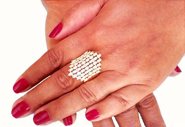 Anel com pedra folheado a ouro 18k fashion com navetes cristais