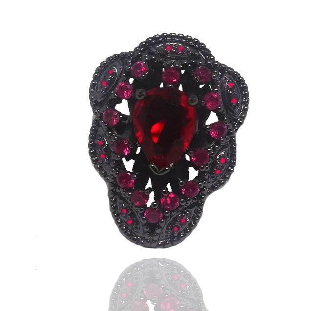 Anel com Pedra Vermelha Folheado a Ródio Negro Cravejado