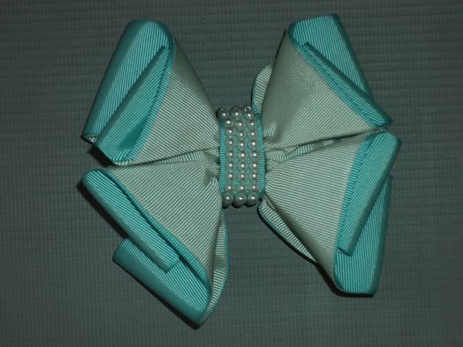 Laço Bico de Pato Pérolas Azul Claro