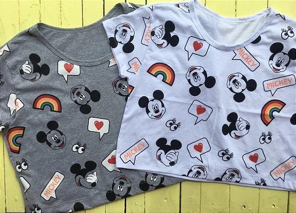 Cropped com manga Mickey arco-iris