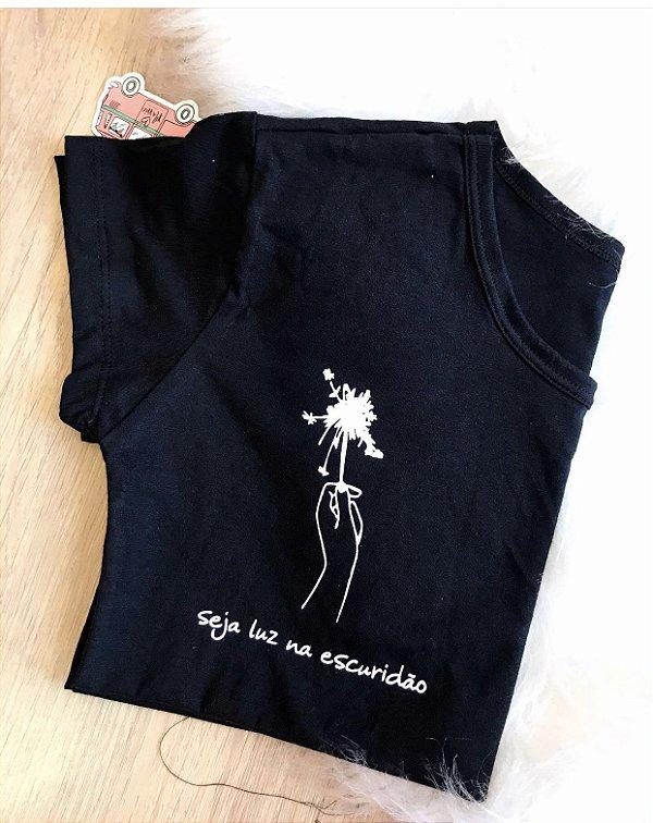 T-shirt  SEJA LUZ NA ESCURIDÃO