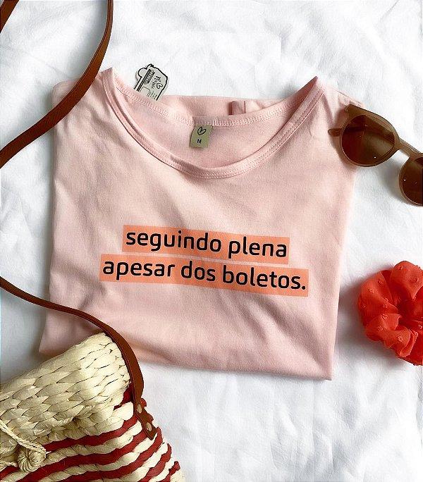 T-shirt SEGUINDO PLENA APESAR DOS BOLETOS.