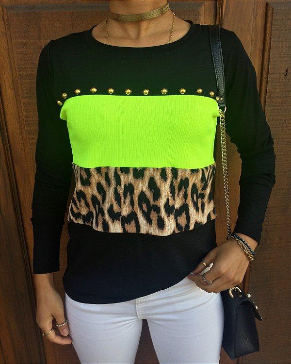 T-shirt Neon e animal print bordada