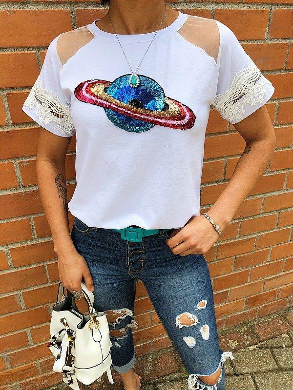 T-shirt Planeta com detalhes em renda e tule