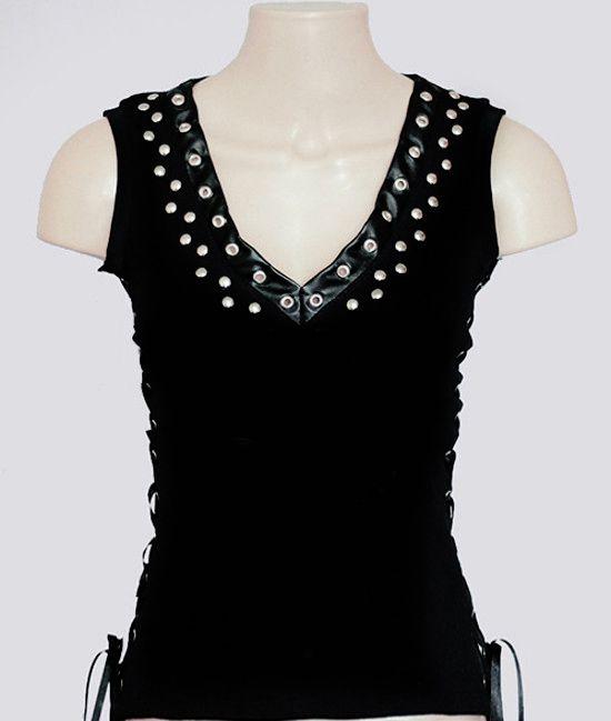 Blusinha custom #1 com cravos e ilhoses