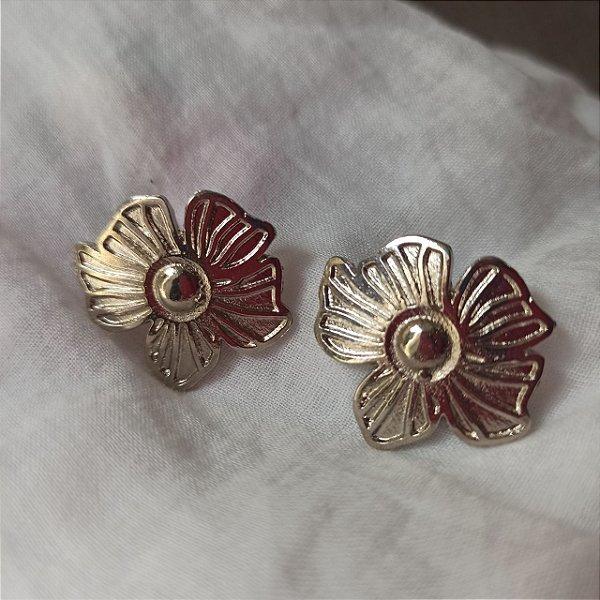 Brinco de metal flor prata