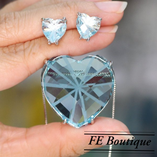 Conjunto Colar e Brincos Coração Cristal de Vidro Prata