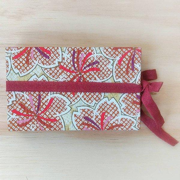 Caderno com envelopes e papel
