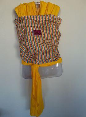 Wrap sling amarelo zig zag