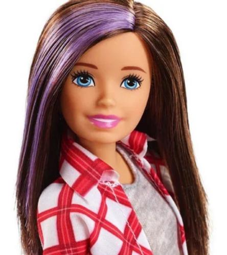 Barbie Dramhouse - Jovem Morena Mecha Roxa Camiseta Xadrez