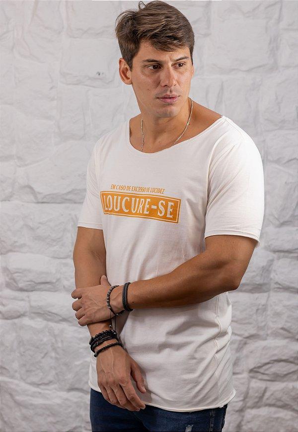 Camiseta Gola Canoa Branca Loucure-se