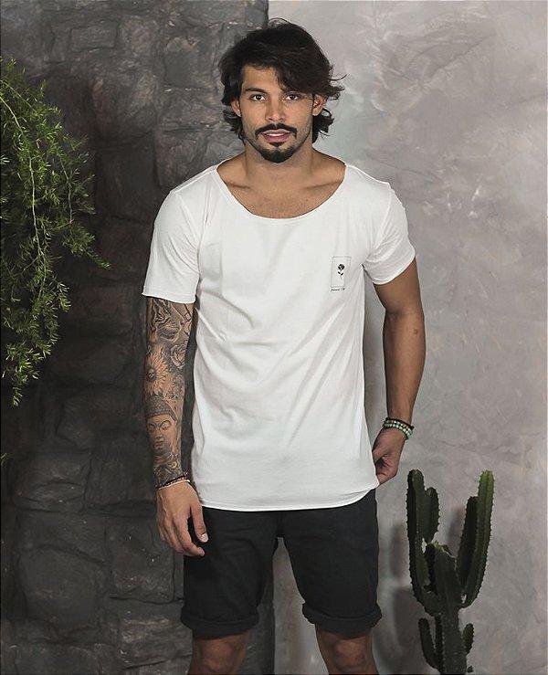 Camiseta Gola Canoa Branca Rose