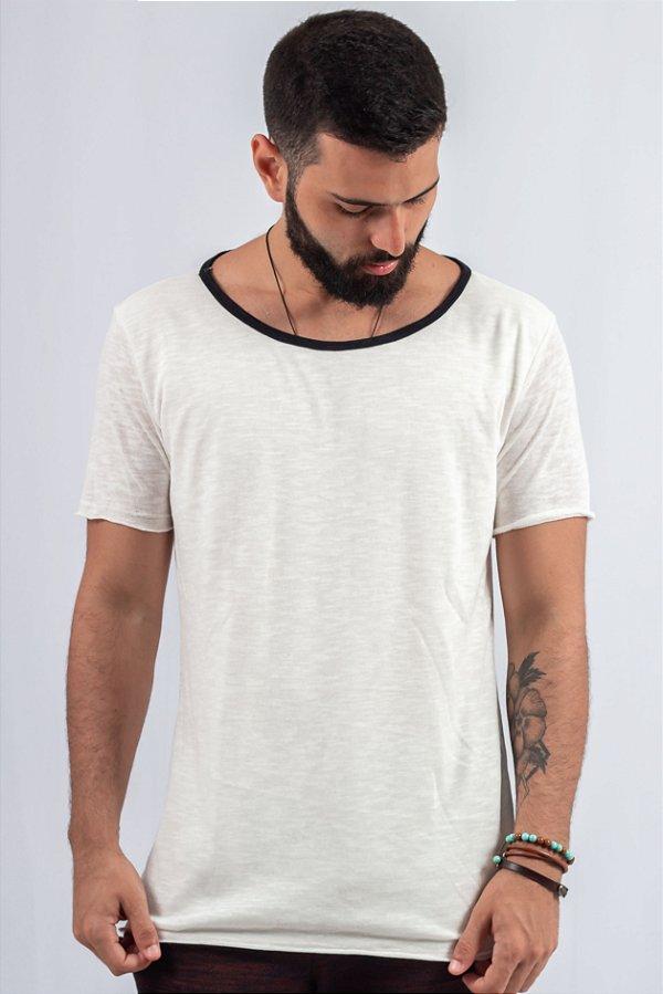 Camiseta Gola Canoa Tricô Off-White Frente Dupla
