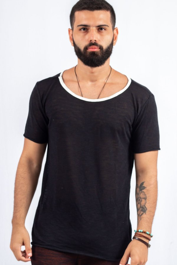 Camiseta Gola Canoa Tricô Preta Básica Viés