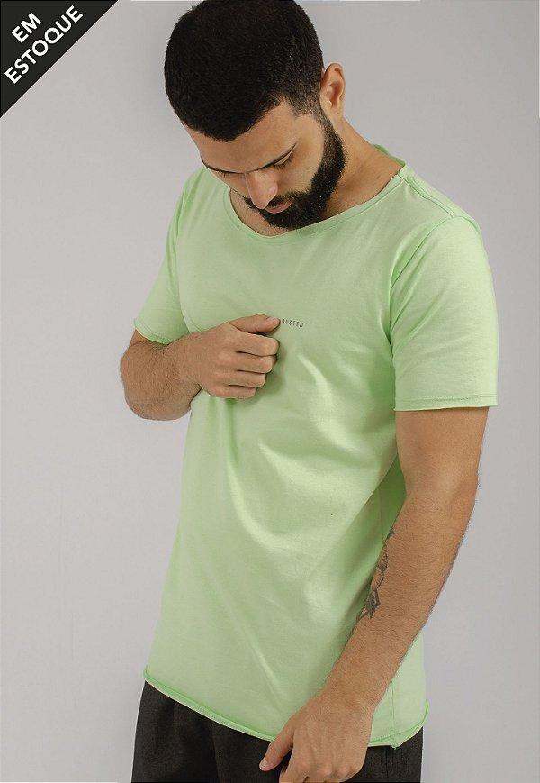 Camiseta Gola Canoa Verde Básica