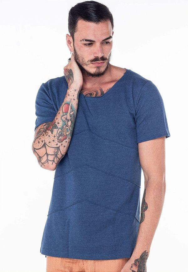 Camiseta Gola Canoa Nervura Crochê Azul