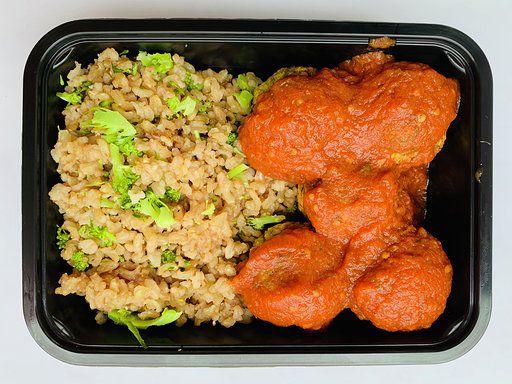Arroz com brócolis e bolinho Falafel - vegano