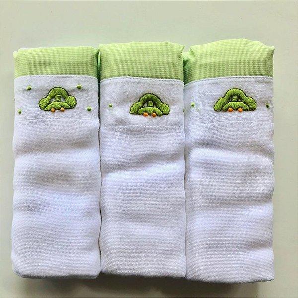 Kit com 3 fraldas bordadas à mão - fusca verde