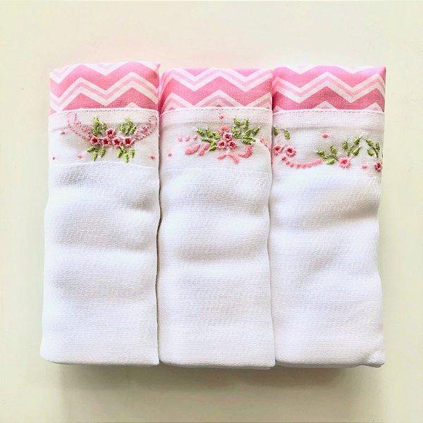 Kit com 3 fraldas bordadas à mão - chevron rosa