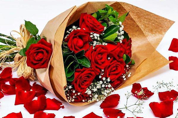 Classic Buquê com 12 Rosas. Grátis 01 Lenço de Cetim