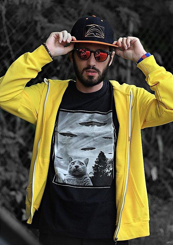 Camiseta Gato Invasão Alienígena