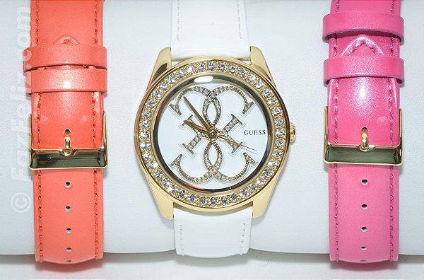 0843c0d7728 Relógio GUESS Aço Dourado Redondo com Cristais e 3 Pulseiras Feminino.