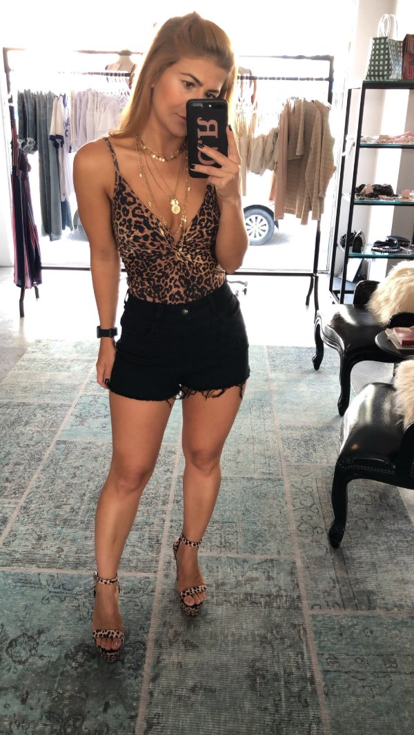 Shorts Hot Pant Sarjado Preto