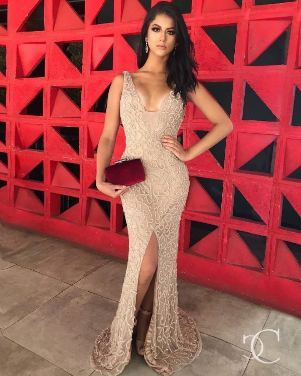Vestido de Festa Nude Longo Fenda Bordado Ryana Aluguel