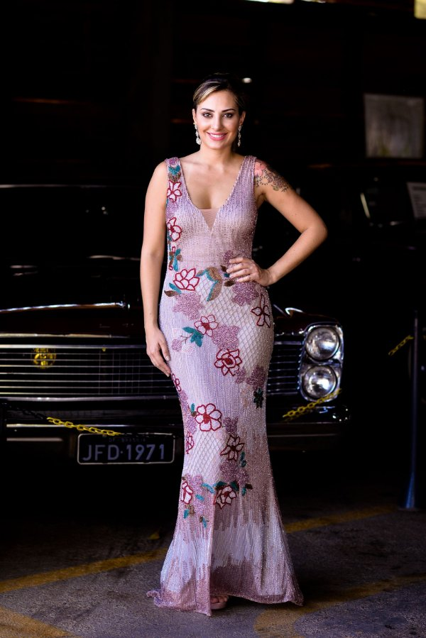 Vestido de Festa Rose Longo Bordado Decote Rubi Aluguel