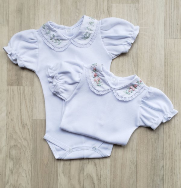 Body Maternidade Gola Floral - Manga CURTA (Branco ou Rosa)