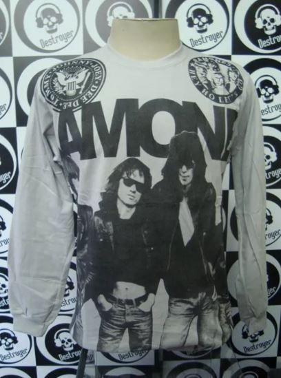 Camiseta manga longa toda estampada - Ramones - Cinza