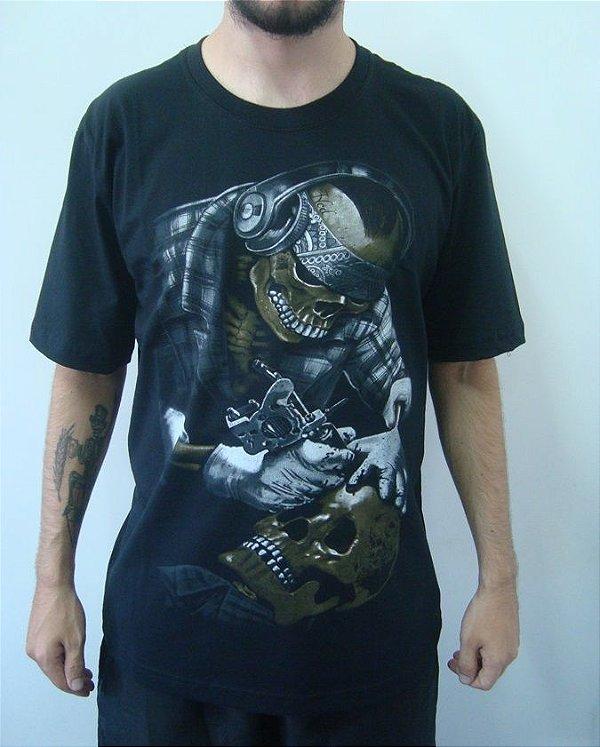 Camiseta Caveira Tatuando - Tattoo Skull