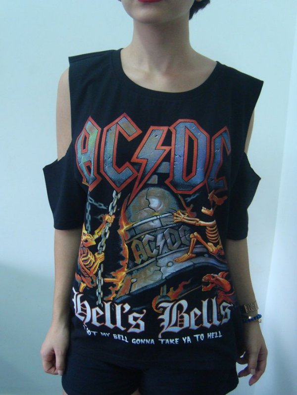 397de133fb Camiseta customizada no ombro feminina - AC DC - hell s Bells - Loja ...